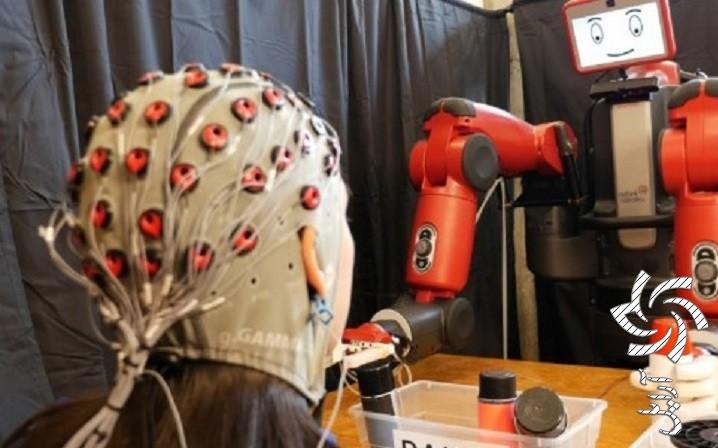 بازوی رباتیک با قابلیت کنترل توسط ذهن انسان برق خورشیدی